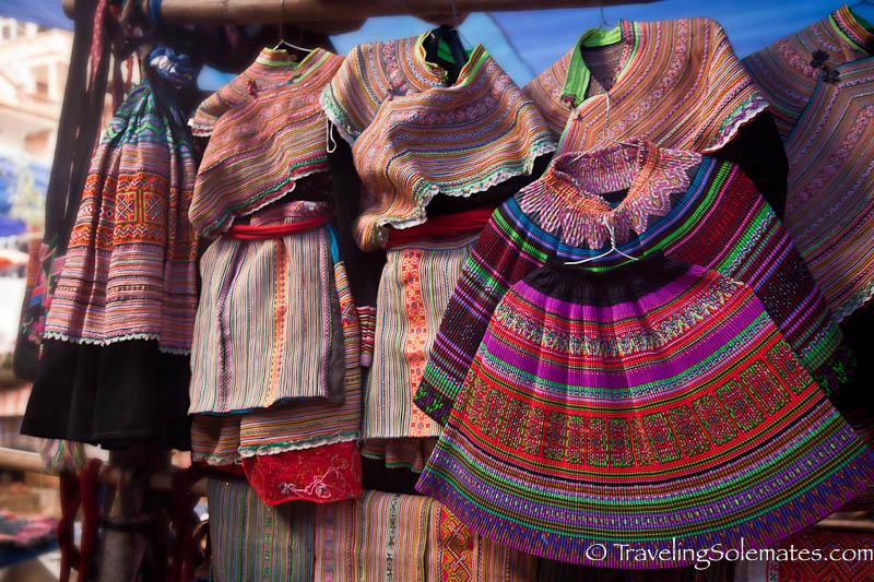 04_Flower Hmong Clothes, Bac Ha Market, Vietnam