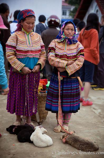 Οι Βιετναμέζες και τα κουτάβια τους...